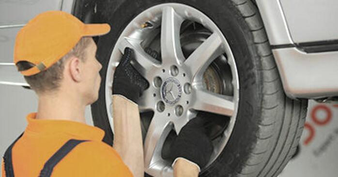 Bremssattel Ihres Mercedes W210 E 230 2.3 (210.037) 2003 selbst Wechsel - Gratis Tutorial