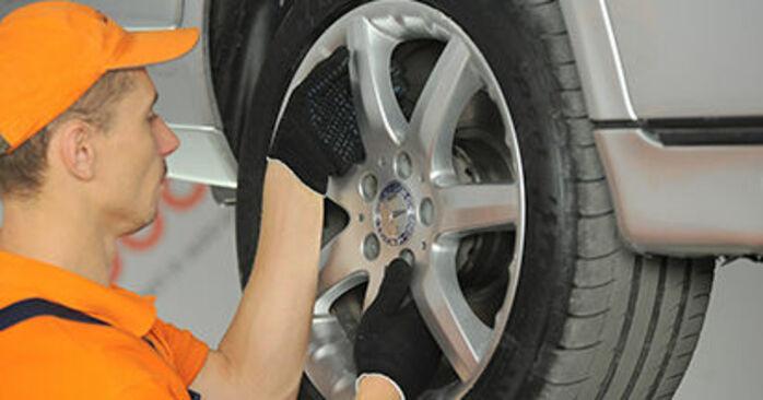 Mercedes W210 E 220 CDI 2.2 (210.006) 1997 Control Arm replacement: free workshop manuals