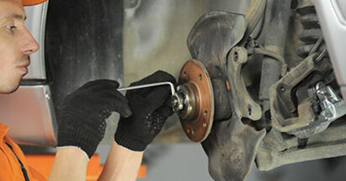 Wieviel Zeit nimmt der Austausch in Anspruch: Radlager beim Mercedes W210 2003 - Ausführliche PDF-Anleitung