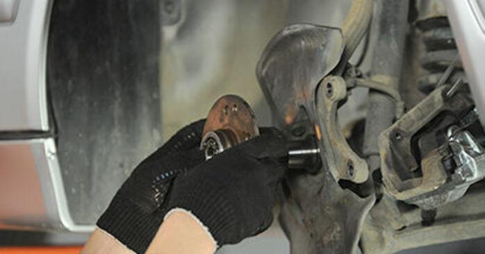 MERCEDES-BENZ E-CLASS E 230 2.3 (210.037) Radlager austauschen: Handbücher und Video-Anleitungen online