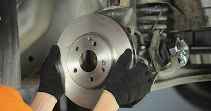 Wie schmierig ist es, selber zu reparieren: Radlager beim Mercedes W210 E 240 2.4 (210.061) 2001 wechseln – Downloaden Sie sich Bildanleitungen