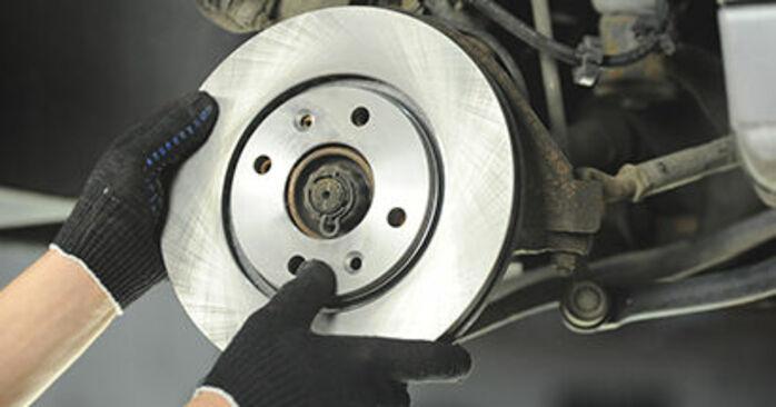 Bremsscheiben beim PEUGEOT 406 3.0 V6 2003 selber erneuern - DIY-Manual