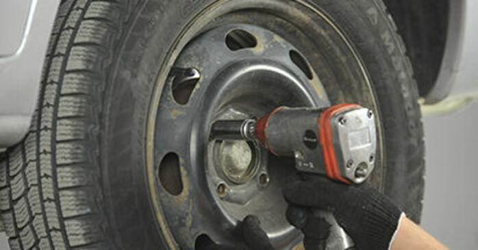 Slik bytter du PEUGEOT 406 Break (8E/F) 2.0 HDI 110 1997 Bremseklosser selv – trinn-for-trinn veiledninger og videoer