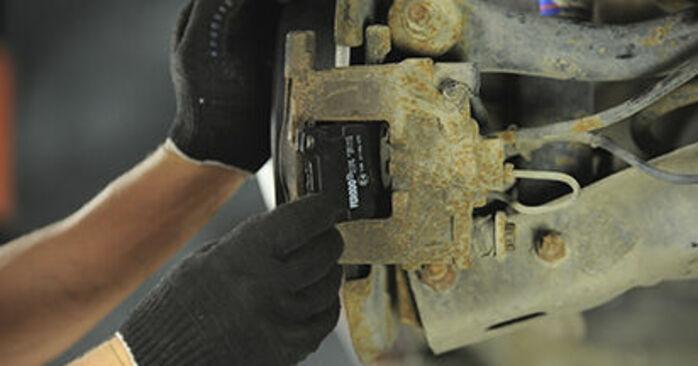 Bytte PEUGEOT 406 2.0 HDI 110 Bremseklosser: Veiledninger og videoer på nettet