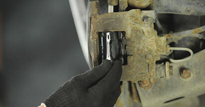 Bytte Bremseklosser på Peugeot 406 Stasjonsvogn 1997 2.0 HDI 110 alene