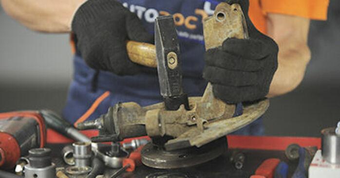 À quel point est-il difficile de le faire soi-même : télécharger le guide illustré pour le changement de Roulement De Roues sur Peugeot 406 Break 2.0 HDi 110 2002