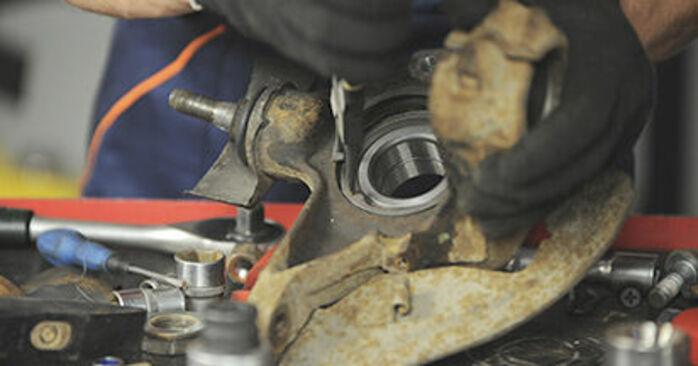 Recommandations étape par étape pour remplacer soi-même Peugeot 406 Break 2000 2.2 Roulement De Roues