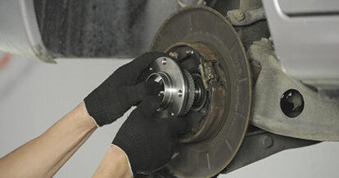 How to change Wheel Bearing on PEUGEOT 406 Break (8E/F) 1999 - tips and tricks
