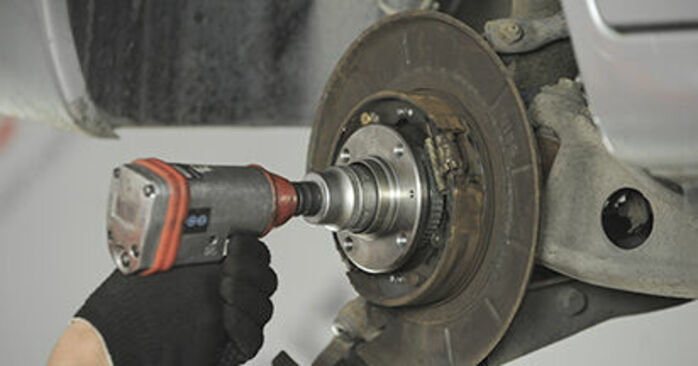 Step-by-step recommendations for DIY replacement Peugeot 406 Estate 2000 2.2 Wheel Bearing