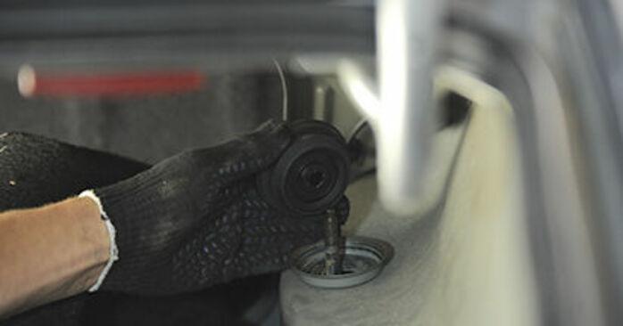 Recommandations étape par étape pour remplacer soi-même Peugeot 406 Break 2000 2.2 Coupelle d'Amortisseur