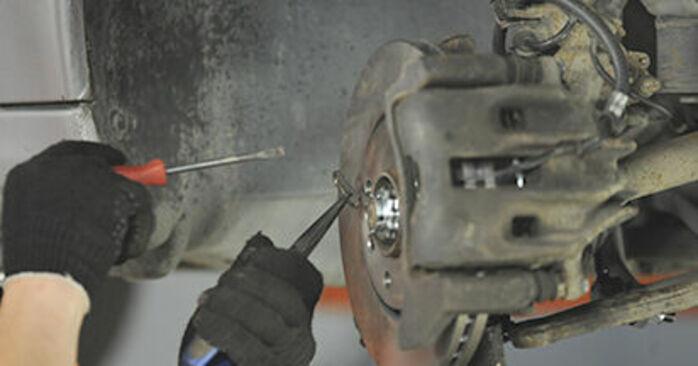 Reemplazo de Copelas Del Amortiguador en un PEUGEOT 406 2.0 HDI 110: guías online y video tutoriales