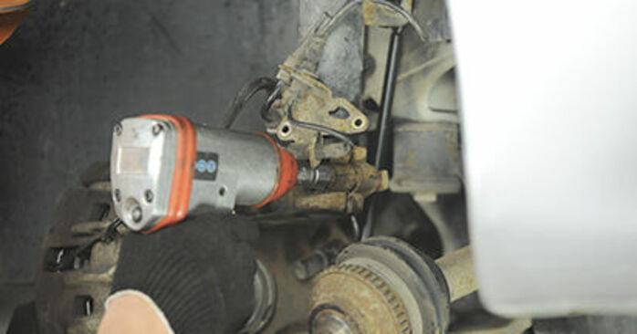 Cambio Copelas Del Amortiguador en PEUGEOT 406 Break (8E/F) 1.8 16V 2001 ya no es un problema con nuestro tutorial paso a paso