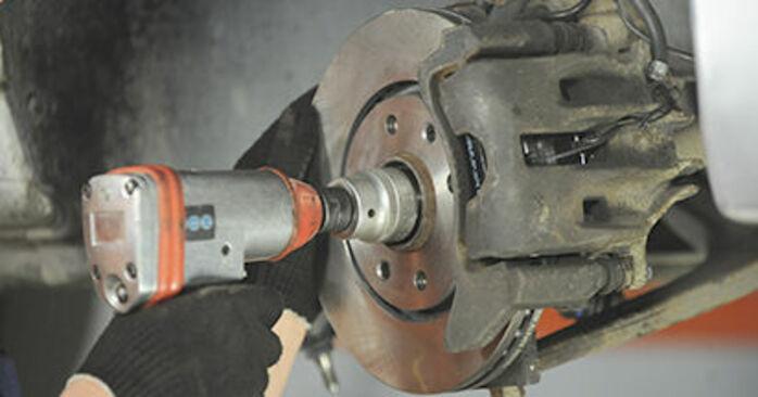 Cómo reemplazar Copelas Del Amortiguador en un PEUGEOT 406 Break (8E/F) 2.0 HDI 110 1997 - manuales paso a paso y guías en video