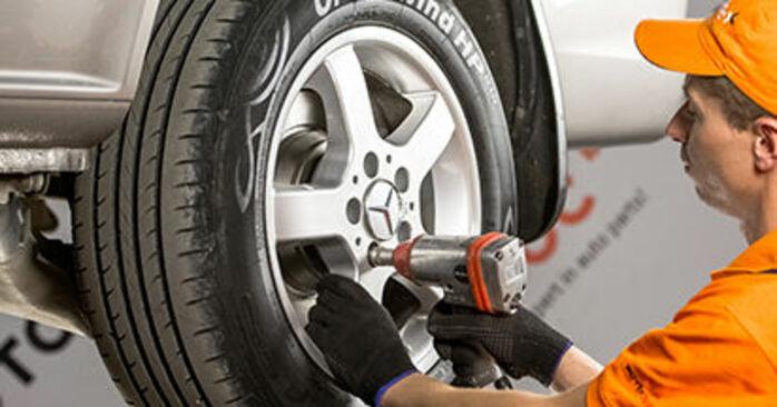 Wie Bremsbeläge Mercedes Viano W639 CDI 2.2 (639.711, 639.713, 639.811, 639.813, 639.815) 2003 tauschen - Kostenlose PDF- und Videoanleitungen
