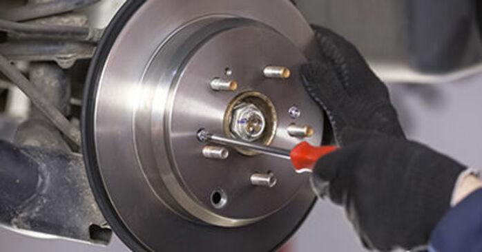 CR-V III (RE) 2.4 i-VTEC 4WD (RE7) 2017 Brake Discs DIY replacement workshop manual