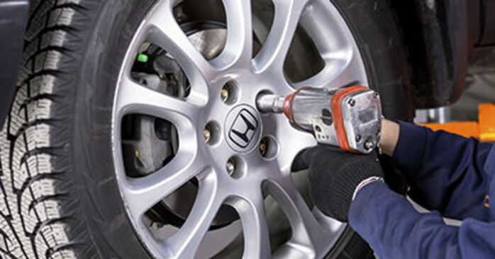 Honda CR-V III 2.0 i 4WD (RE5) 2008 Brake Pads replacement: free workshop manuals