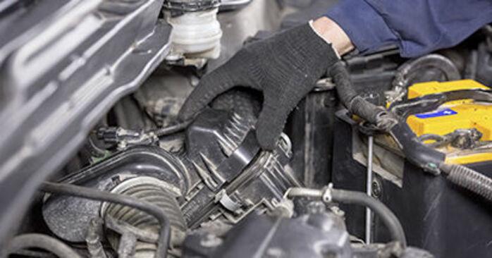 Ile czasu zajmuje wymiana: Filtr powietrza w Honda CR-V III 2014 - pouczająca instrukcja w formacie PDF