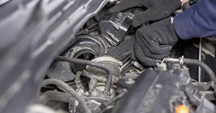 HONDA CR-V 2.0 i-VTEC Filtr powietrza wymiana: przewodniki online i samouczki wideo