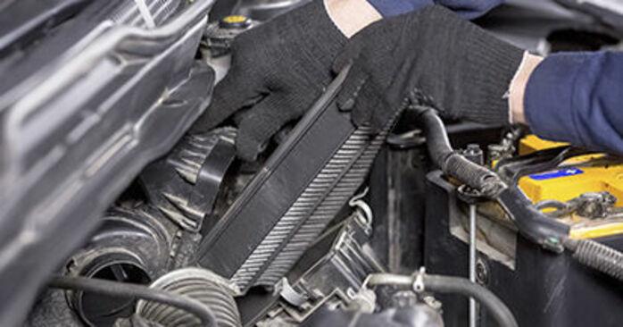 Wymień samodzielnie Filtr powietrza w Honda CR-V III 2016 2.2 i-CTDi 4WD (RE6)