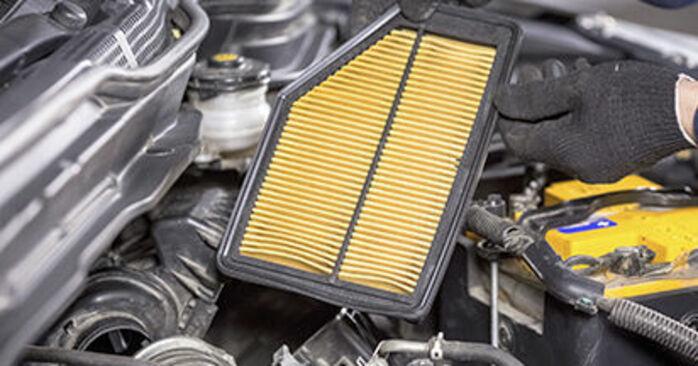 Jak wymienić Filtr powietrza w HONDA CR-V III (RE) 2018 - wskazówki i porady
