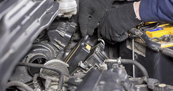 Zalecenia krok po kroku dotyczące samodzielnej wymiany Honda CR-V III 2019 2.4 i-VTEC 4WD (RE7) Filtr powietrza