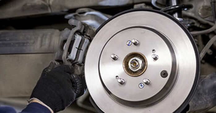 How to replace Wheel Bearing on HONDA CR-V III (RE) 2011: download PDF manuals and video instructions