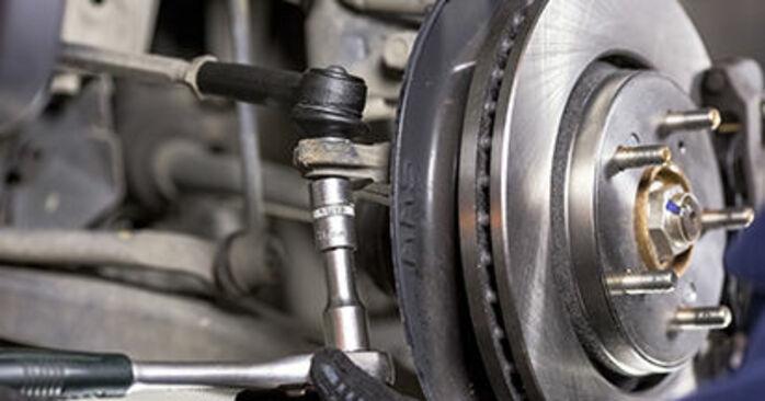 Spurstangenkopf Ihres Honda CR-V III 2.0 i-VTEC 2014 selbst Wechsel - Gratis Tutorial