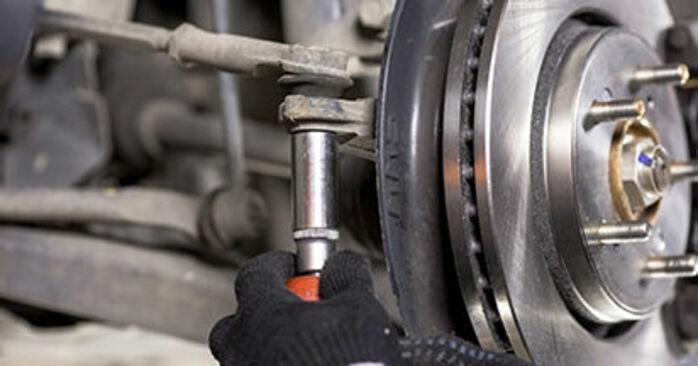 Comment retirer HONDA CR-V 2.4 i-VTEC 4WD (RE7) 2010 Rotule De Direction - instructions en ligne faciles à suivre