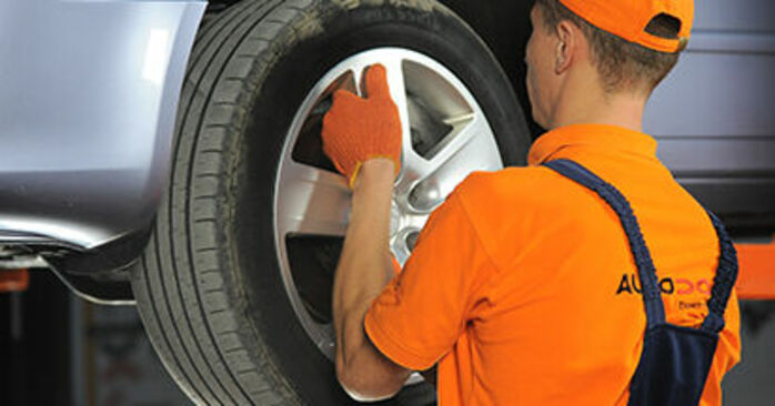Tausch Tutorial Bremsscheiben am AUDI A4 Avant (8ED, B7) 2006 wechselt - Tipps und Tricks