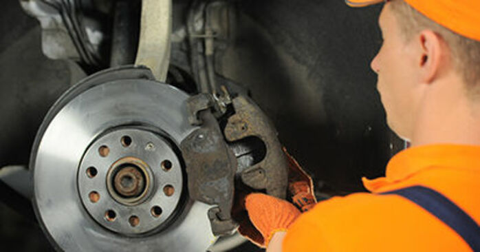 AUDI A4 2.0 TDI 16V Brake Pads replacement: online guides and video tutorials