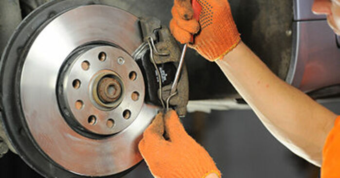 How to replace Brake Pads on AUDI A4 Avant (8ED, B7) 2004: download PDF manuals and video instructions