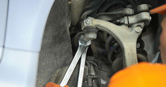 Audi A4 b7 2.0 TDI 16V 2006 Hlava příčného táhla řízení výměna: bezplatné návody z naší dílny