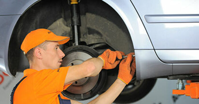 Wie schwer ist es, selbst zu reparieren: Domlager Audi A4 b7 1.8 T 2005 Tausch - Downloaden Sie sich illustrierte Anleitungen