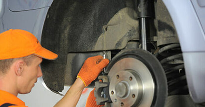 Domlager Audi A4 b7 1.9 TDI 2006 wechseln: Kostenlose Reparaturhandbücher