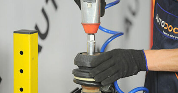 Wie schwer ist es, selbst zu reparieren: Domlager Mercedes Viano W639 CDI 2.0 (639.811, 639.813, 639.815) 2009 Tausch - Downloaden Sie sich illustrierte Anleitungen