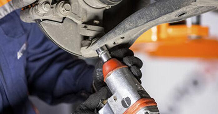 Traggelenk am HONDA CR-V III (RE) 2.4 4WD (RE4) 2011 wechseln – Laden Sie sich PDF-Handbücher und Videoanleitungen herunter