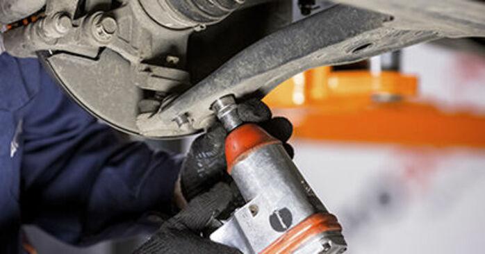 Wie schwer ist es, selbst zu reparieren: Traggelenk Honda CR-V III 2.4 i-Vtec 4WD 2012 Tausch - Downloaden Sie sich illustrierte Anleitungen