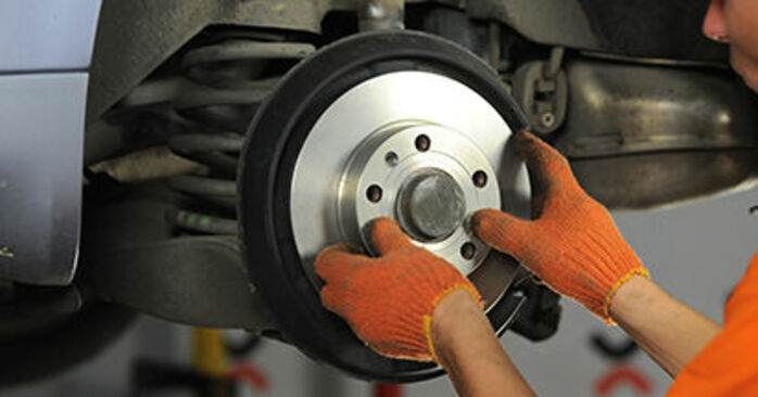 AUDI A4 2.0 TDI 16V Brake Discs replacement: online guides and video tutorials
