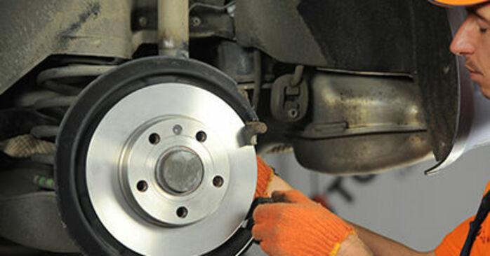 Replacing Brake Discs on Audi A4 b7 2004 2.0 TDI by yourself