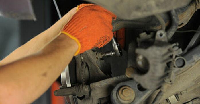 A4 Avant (8ED, B7) 2.0 TFSI quattro 2005 Brake Discs DIY replacement workshop manual