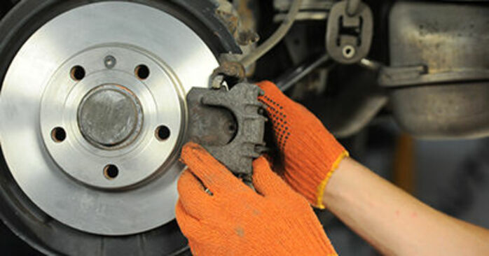 Step-by-step recommendations for DIY replacement Audi A4 b7 2007 2.0 TFSI quattro Brake Discs