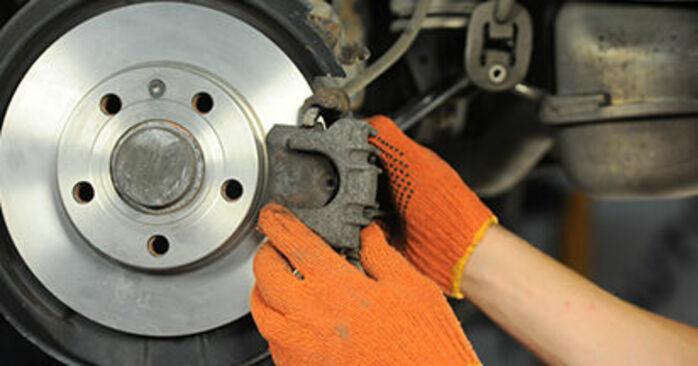 Recomendaciones paso a paso para la sustitución por su cuenta Audi A4 b7 2007 2.0 TFSI quattro Discos de Freno