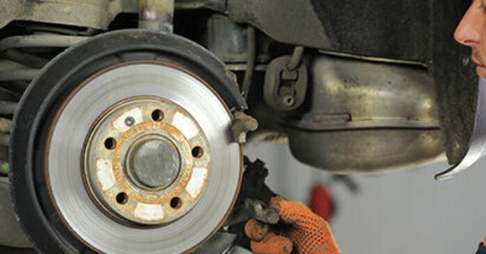Cómo es de difícil hacerlo usted mismo: reemplazo de Discos de Freno en un Audi A4 b7 1.8 T 2005 - descargue la guía ilustrada