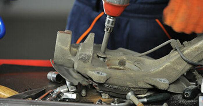 Så lång tid tar det att byta Hjullager på Audi A4 b7 2007 – informativ PDF-manual