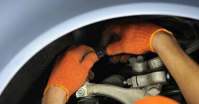 Audi A4 b7 2.0 TDI 16V 2006 Wheel Bearing replacement: free workshop manuals