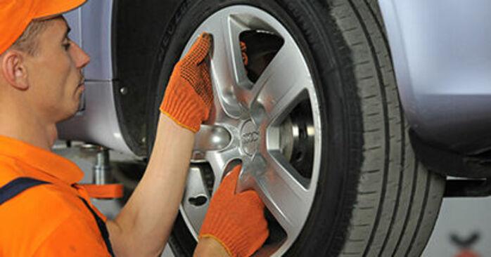 Så tar du bort AUDI A4 2.0 TFSI quattro 2008 Hjullager – instruktioner som är enkla att följa online