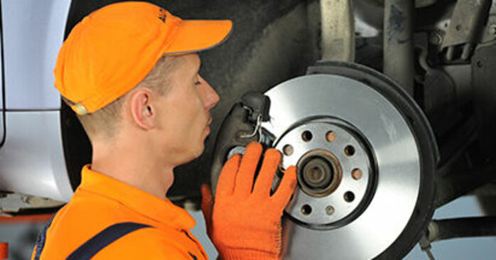AUDI A4 2.0 TDI 16V Wheel Bearing replacement: online guides and video tutorials