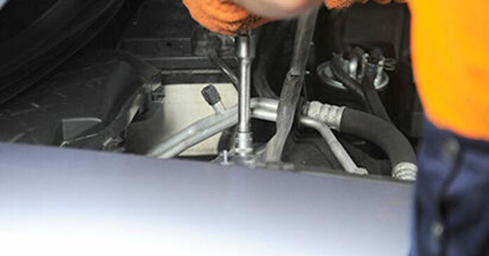 Comment retirer AUDI A4 2.0 TFSI quattro 2008 Coupelle d'Amortisseur - instructions en ligne faciles à suivre