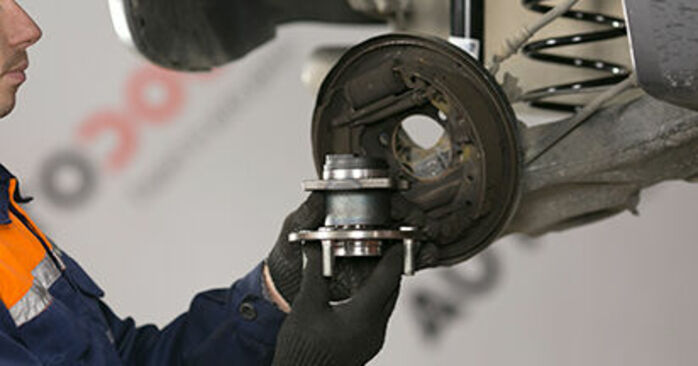 MITSUBISHI COLT 1.3 Wheel Bearing replacement: online guides and video tutorials