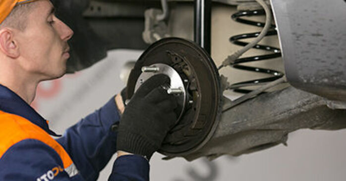 Replacing Wheel Bearing on MITSUBISHI COLT VI (Z3_A, Z2_A) 2012 1.3 by yourself